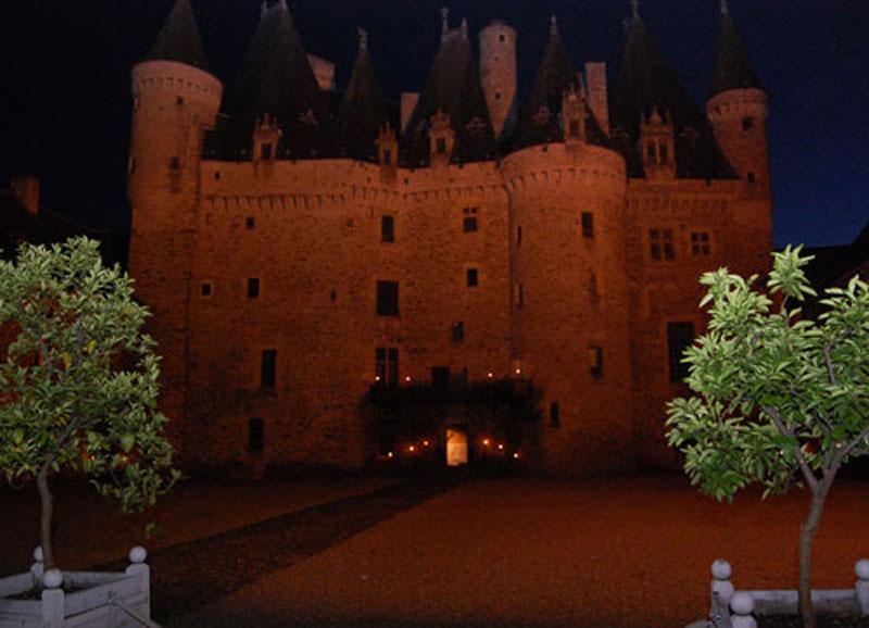 https://www.minicampingcard.eu/wp-content/uploads/2014/06/chateau-de-Jumilhac-270x200.jpg