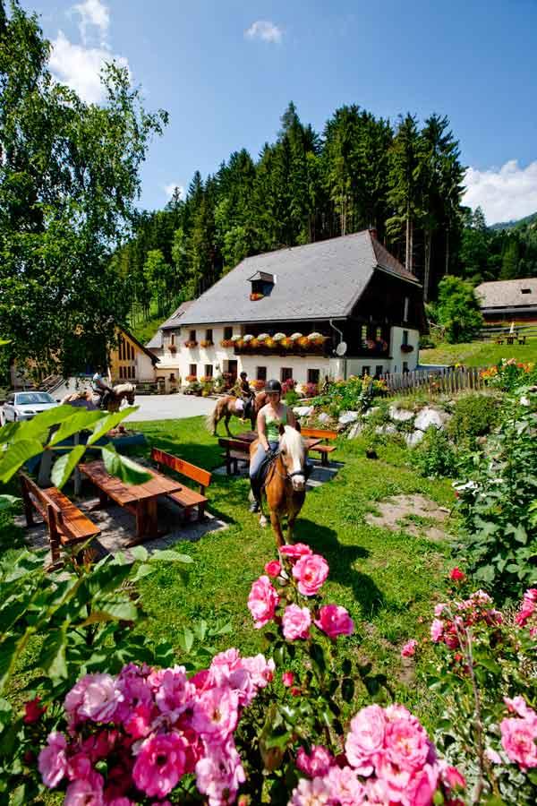 https://www.minicampingcard.eu/wp-content/uploads/2014/08/Ikarus_1963-270x200.jpg