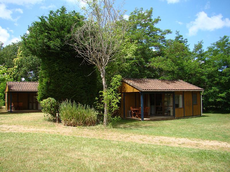 https://www.minicampingcard.eu/wp-content/uploads/2014/09/Camping-Le-Reve-Chalet-mobilier-bois-1-270x200.jpg