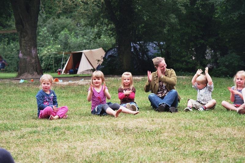 https://www.minicampingcard.eu/wp-content/uploads/2019/09/imm015_13-kleine-meisjes-en-moeder-volksdans-bij-zandbak-2011-270x200.jpg