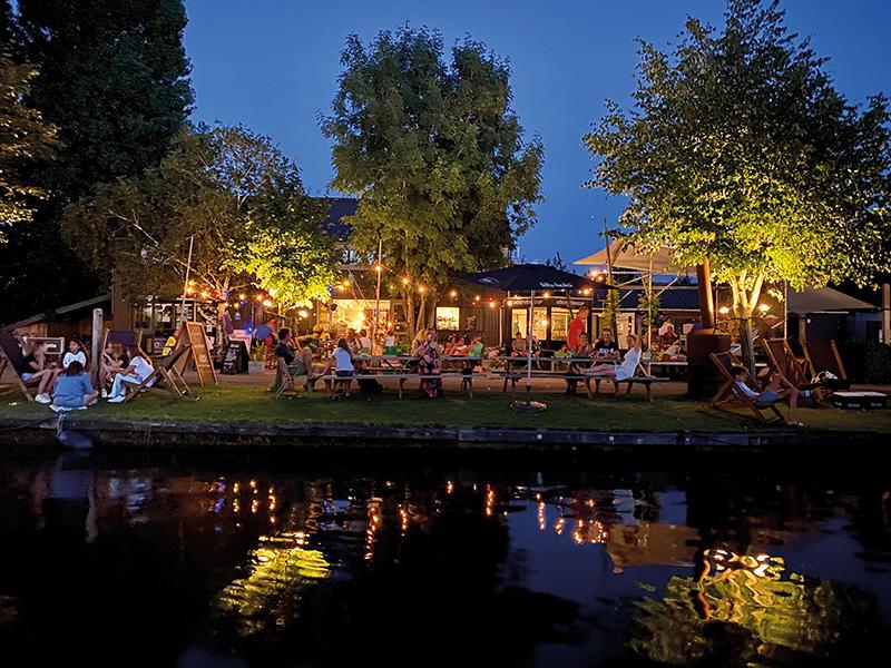 https://www.minicampingcard.eu/wp-content/uploads/2020/11/Restaurant-aan-het-water-friesland-koken-270x200.jpg