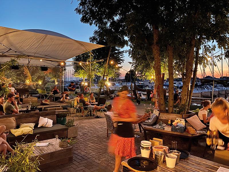 https://www.minicampingcard.eu/wp-content/uploads/2020/11/restaurant-friesland-aan-het-water-koken-270x200.jpg